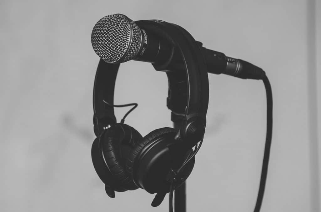 אוזניות ומיקרופון